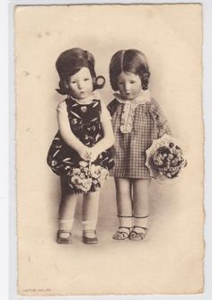 vintage-1930s-KATHE-KRUSE-Doll-postcard-Flower-Girls-L208