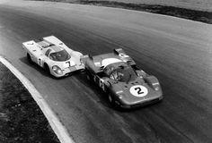 1970 Monza 1000km - Ferrari 512S of Surtees/Schetty leads Porsche 917 of Rodriguez