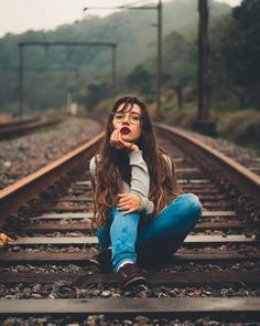 """""""Thank you for ♥️"""" Creative Portrait Photography, Portrait Photography Poses, Photography Poses Women, Portrait Poses, Girl Photography Poses, Best Photo Poses, Picture Poses, Kreative Portraits, Foto Portrait"""
