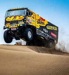 "DAKAR RALLY / WRC / MOTORSPORT on Instagram: ""@martinmacikjr / @f.tomasek 🇨🇿 @bigshockracing ⚡🇵🇪 • #MartinMacik #Macik #Tomasek #Liaz #BigShockRacing #BigShock #Truck #Dakar…"" Road Race Car, Off Road Racing, Lifted Trucks, Big Trucks, Pajero Off Road, Vw Amarok, Rally Raid, Trophy Truck, Roll Cage"
