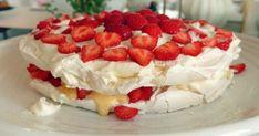 Himmelskt god marängtårta till sommarkalaset | Land.se Sweet Light, Meringue Pavlova, Gorgeous Cakes, Cheesecake, Frozen, Pie, Glass, Desserts, Recipes