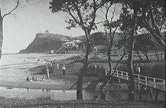 A contented family sits by the gently flowing Farrell's Lagoon at Newport in A well-known part of the local landscape, the lagoon would later be filled in and the reclaimed land would become a solid foundation for local suburban development. Newport Beach Sydney, Old Pictures, Old Photos, Avalon Beach, Australian Photography, Sydney Beaches, Historical Images, North Shore, Cool Eyes