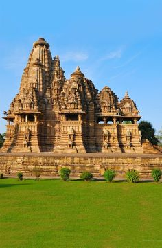 Temple in Khajuraho India? : Temple in Khajuraho India? : Temple in Khajuraho India? : Temple in Khajuraho India? Architecture Antique, Indian Architecture, Temple Architecture, Temple India, Hindu Temple, Places To Travel, Travel Destinations, Places To Visit, Vacation Travel