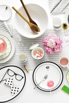 Add classic and versatile black and white dinnerware to your registry and you'll always be ready to entertain. These simple, yet chic plates are perfect for everyday dining and festive party hosting.