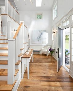 A beautiful bright entryway Iike this is excellent feng shui as it welcomes positive energy into your home!  Pic via Pinterest  #homewares #homedecor #homedesign #homestyling #homestaging #interior4u #interior444 #interior4all #interior4you #interior123 #interior125 #interior_and_living #interiorstyling #fengshui #homeheartfengshui #staging #styled #modernliving #designporn #interiorwarrior #interioraddict #lblogger #lifestyleblogger #desiremap #homeinspo #interiorandhome #interiorinspo…