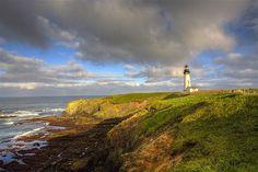 Farol Yaquina Head, em Newport, na costa de Oregon, nos EUA