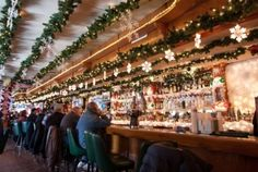 10 Chicago bars decorated for the holiday season