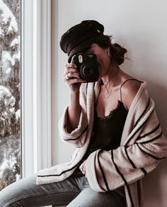 Find images and videos about girl, fashion and style on We Heart It - the app to get lost in what you love. Girls With Cameras, How To Pose, Fashion Beauty, Winter Fashion, Cute Outfits, Ootd, Street Style, Photoshoot, Style Inspiration