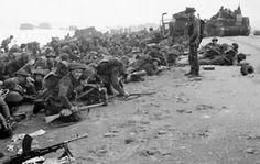SWORD BEACH - Des soldats britanniques à Sword Beach, le 6 juin 1944