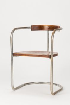 Unique Bauhaus cantilever chair made in Italy in the 1930s, in a very nice vintage condition, high quality workmanship!