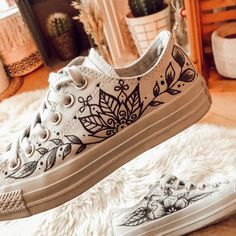 Chucks with floral and mandala design - Chucks handgemalt mit Mandala und Blät. - Chucks with floral and mandala design – Chucks handgemalt mit Mandala und Blättern Source by ar - Painted Canvas Shoes, Custom Painted Shoes, Painted Sneakers, Hand Painted Shoes, Custom Vans Shoes, Custom Converse, Lace Up Shoes, On Shoes, Shoes Style
