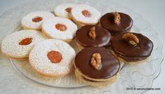 Cornulete fragede cu rahat din aluat cu unt sau untura | Savori Urbane Romanian Food, Food Gifts, Doughnut, Cheesecake, Gem, Tasty, Cookies, Desserts, Holidays