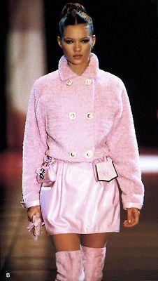 Kate Moss Gianni Versace Fashion Show & More Luxury Details Versace Fashion, Pink Fashion, Couture Fashion, Runway Fashion, Fashion Models, Fashion Show, Vintage Fashion, Fashion Outfits, Fashion Trends