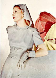 1945 Lisa Fonssagrives, photo by Louise Dahl-Wolfe, Harper's Bazaar