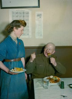 1943 - Food made by the British Auxiliary Territorial Service; An old soldier giving his verdict on the Army's modern cooks, January 1943. (Photo by Popperfoto/Getty Images)