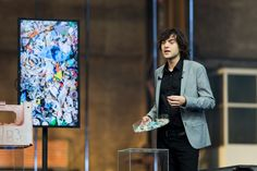 Boyan Slat and his team at Ocean Cleanup have a mission: cleaning up the ocean's garbage patches. To clean up the plastic, the young entrepreneur proposes a fleet of floating barriers that collect the waste. Ocean Garbage Patch, Boyan Slat, Ocean Cleanup, Big Challenge, Clean Up, Climate Change, Rid, Patches, Creative