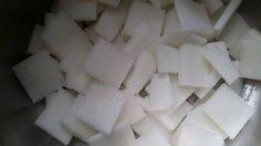 127. (5) 放在 盆子上 沙鹽巴後 再放蘿蔔 再沙鹽巴 ( 重複動作 ) & (5) placed on the salt sand punch after another again radish sand salt (repetition)