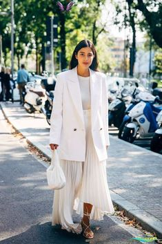 MFW Day 4 The Best Street Style at Milan Fashion Week Spring 2020 | POPSUGAR Fashion<br> The style crowd may be feeling Fashion Month fatigue, but you'd never know it from their outfits. The street style at Milan Fashion Week continued the nearly Trend Fashion, Fashion 2020, New York Fashion, Look Fashion, Spring Fashion, Fashion Outfits, Fashion Tips, Korea Fashion, Fashion Quotes