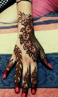 Beautiful Mehndi Design - Browse thousand of beautiful mehndi desings for your hands and feet. Here you will be find best mehndi design for every place and occastion. Quickly save your favorite Mehendi design images and pictures on the HappyShappy app. Latest Arabic Mehndi Designs, Stylish Mehndi Designs, Mehndi Designs For Fingers, Mehndi Design Pictures, Beautiful Mehndi Design, Latest Mehndi Designs, Henna Tattoo Designs, Mehndi Images, Back Hand Mehndi Designs