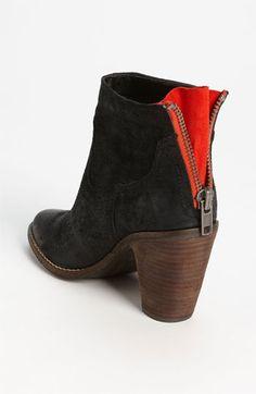 Love these zipper boots.