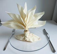 Pliage de serviette de table en forme de palmier ou arbre de vie, réaliser palmier ou arbre avec une serviette en papier,l'art du pliage de serviettes de table, decoration de table.