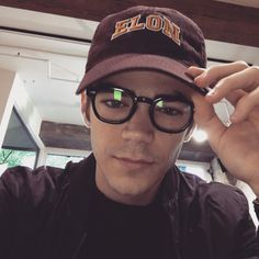 There are so many reasons to tune into The Flash on CW, and supercute superhero Grant Gustin is definitely one of them. Now that the show is officially coming Celebrity Moms, Celebrity Crush, O Flash, Flash Barry Allen, The Flash Grant Gustin, Snowbarry, Danielle Panabaker, Fastest Man, Supergirl And Flash