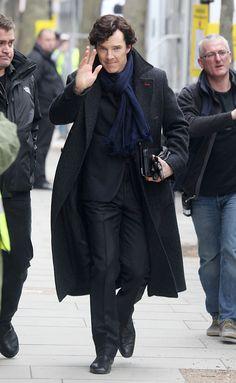 Benedict Cumberbatch: 'Sherlock' Set with Martin Freeman!: Photo Benedict Cumberbatch flashes a grin on the set of his massively popular series Sherlock on Wednesday (April in London, England. Sherlock Bbc, Benedict Sherlock, Sherlock Season 3, Sherlock Fandom, Benedict Cumberbatch Sherlock, Sherlock Coat, Watson Sherlock, Jim Moriarty, Sherlock Quotes