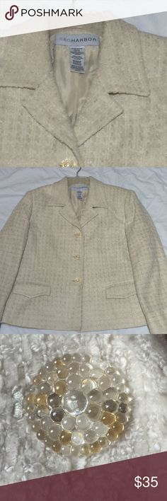 Plus Size Cream Blazer 🌟This blazer is in excellent used condition. It has gorgeous buttons down the front on on the cuffs! Rarely worn & from my smoke free home. 😘 Open to all offers! 🎉💃🏻🎉💃🏻🎉 Sag Harbor Jackets & Coats Blazers