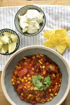 Chili sin carne is chili con carne, maar dan zonder vlees. Geschikt voor vegetariërs en vegans. Superlekker & makkelijk!