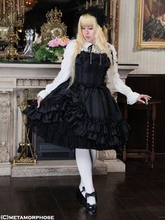 Meta's Le boudoir Series Punk Fashion, Lolita Fashion, Goth Subculture, Japanese Street Fashion, Pretty Dolls, Lolita Dress, Girls Wear, Gothic Lolita, Pretty Dresses