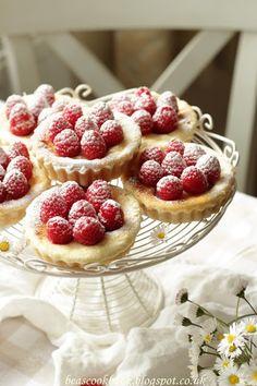 Mini Cheesecakes with Raspberries