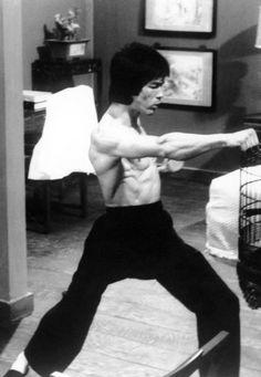Enter the Dragon Way Of The Dragon, Enter The Dragon, Bruce Lee Pictures, Steve Reeves, Bruce Lee Martial Arts, Karate, Martial Artist, Kung Fu, Tao
