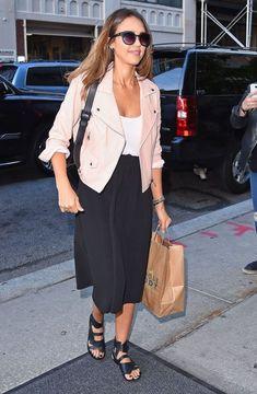 Jessica Alba Shopping in New York City