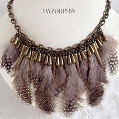 Guinea Feathers Charms Necklace Tribal Bohemian por JAYZORPHIN