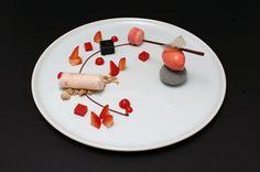 Raffiniertes Erdbeerdessert - Canelloni, Sorbet, Praline, Erdbeermacaron  #recipes, #rezepte, #essen, #kochen, #wellness