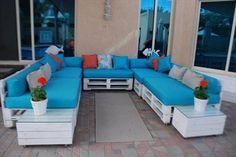 Recycled Pallet Furniture Ideas, DIY Pallet Projects - 99 Pallets - Part 2 Indoor Pallet Furniture, Skid Furniture, Recycled Pallet Furniture, Pallet Sofa, Cheap Furniture, Furniture Projects, Furniture Plans, Home Furniture, Furniture Design