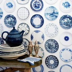 Wallpaper with plates.