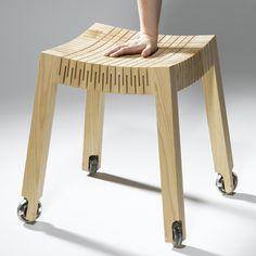 no propiedades de la madera. Se ve muy bueno. Pero... ¿esta silla no pellizcará al que se sienta ella?