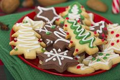 Celebrate the holiday season and National Cookie Day by baking some delicious cookies that even Santa would love. Delicious Cookie Recipes, Yummy Cookies, Easy Recipes, Cocoa Cookies, Ginger Cookies, Christmas Finger Foods, National Cookie Day, Food Decoration, Holiday Cookies