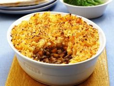 Cottage Pie with Carrot and Potato Mash-Jamie Oliver Beef Dishes, Tasty Dishes, Carrot And Potato Mash, Jamie Oliver Comfort Food, Healthy Eating Recipes, Cooking Recipes, Pie Pastry Recipe, Steak And Ale, Carrots And Potatoes