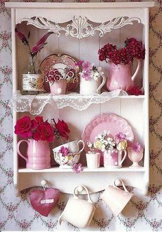 Pink and white crockery on display in a shabby chic sort a way! Cottage Shabby Chic, Style Shabby Chic, Shaby Chic, Shabby Chic Homes, Romantic Cottage, Rose Cottage, Cottage Style, Shabby Vintage, Vintage Pink