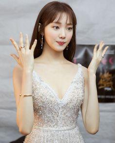 So gorgeous Lee Sung Kyung Cute Korean, Korean Girl, Asian Girl, Female Actresses, Korean Actresses, Korean Actors, Lee Sung Kyung Wallpaper, Korean Beauty, Asian Beauty
