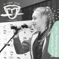 Emma Micheler, geboren in Zams, wohnhaft in Obsteig, Schule in Imst. Hat den Slam im Unterricht, in der Literatur und auf Youtube entdeckt und macht nun selbst auf der Bühne eigene Schritte - zwar manchmal mit Lampenfieber, aber immer mit ganzem Herzen. Weil nicht bloß das Gewinnen zählt, sondern vor allem die Freude am Auftritt. #u20öslam #poetryslam #literatur #vorarlberg #slamily Slam Poetry, Slammed, Concert, Youtube, Literature, Joy, School, Recital, Concerts