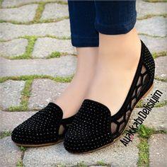 Agram Bordo Taşlı Babet - Mark Tutorial and Ideas Crochet Shoes Pattern, Shoe Pattern, Crochet Sandals, Crochet Slippers, Pretty Shoes, Cute Shoes, New Shoes, Shoes Heels, Flat Shoes