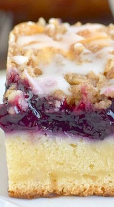Blueberry Cream Coffee Cake - blueberry and cream cheese topped with crumble make a delicious breakfast coffee cake Blueberry Desserts, Köstliche Desserts, Confiteria Ideas, Food Cakes, Cupcake Cakes, Coffee Cake, Coffee Cupcakes, Coffee Coffee, Coffee Menu