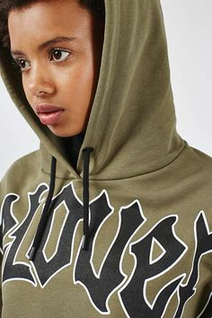 This khaki cropped hoodie is a no-brainer for channelling tomboy-cool. In a boyfriend-style fit featuring a large 'Beloved' motif across the chest. We'd style with high waisted jeans and platform ankle boots for a tough finish. #Topshop
