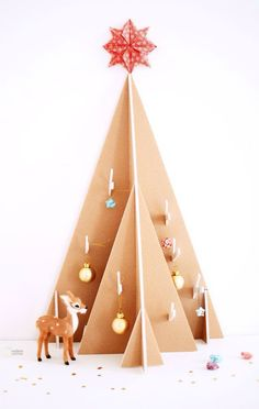 15 Christmas Tree Decor Ideas for Small Apartment - Wondering how to put a Christmas tree on your small apartment? Check these Christmas tree small apartment ideas! Cardboard Tree, Cardboard Christmas Tree, Christmas Tree Template, Tabletop Christmas Tree, Christmas Tree Design, Noel Christmas, Modern Christmas, Christmas Tree Decorations, Christmas Crafts