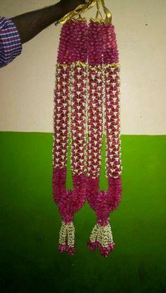 Wedding Stage Backdrop, Wedding Garlands, Flower Garland Wedding, Rose Garland, Wedding Stage Decorations, Wedding Mandap, Flower Garlands, Flower Decorations, Indian Wedding Flowers