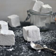 A recipe for homemade Double Vanilla and Cardamom Marshmallows - it's easier than you think! Mini Desserts, Just Desserts, Delicious Desserts, Dessert Recipes, How To Make Marshmallows, Homemade Marshmallows, Crock Pot Cooking, How Sweet Eats, What To Cook
