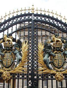 Entrance of Buckingham Palace, photo by Hiroshi Nakanishi | Flickr - Photo Sharing!